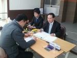 지난달 22일 전주 동산동 써미트아파트에 대한 환급이행 서류를 접수하고 있다.