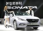 현대자동차(회장 정몽구)는 24일(월) 코엑스(COEX, 서울 삼성동 소재) B2홀에서 김충호 사장 등 회사 관계자와 기자단 2백여명이 참석한 가운데 신형 쏘나타의 공식 출시 행사를 갖고 본격적인 판매에 돌입했다.
