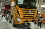 상반기 중 완공을 앞두고 있는 쓰촨현대 상용차 공장에서 대형 트럭 트라고 엑시언트가 시험생산 되고 있는 모습이다.