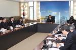 포항시 김재홍 부시장이 지난 25일 간부회의를 통해 적극적이고 창의적인 자세로 우수시책 등을 발굴해 맡은 바 업무에 최선을 다해줄 것을 당부했다.