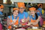 한국교직원공제회 2014년 상반기 공채 신입사원들이 첫 사회활동으로 무료급식 봉사활동에 나섰다.