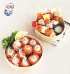 노르웨이수산물위원회 생연어 뷰티푸드 쿠킹클래스 메뉴인 연어초밥과 연어꼬치 이미지