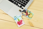 아트뮤가 카네이션 명화그림 카드형 USB메모리를 선보이고 있다.
