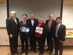 현대상선이 미국 타깃社로부터 Outstanding Partnership 2013(최우수 파트너 선사)을 수상했다. (최순규 현대상선 미주본부 상무(왼쪽 2번째), 릭 가브리엘슨(Mr. Rick Gabrielson) 미 타깃사 부사장(왼쪽 3번째), 김태명 현대상선 미주본부 부장(오른쪽 1번째)