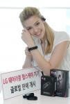 LG전자가 웨어러블 헬스케어 기기인 LG 라이프밴드 터치(Lifeband Touch)와 심박 이어폰(Heart Rate Earphones)의 글로벌 공략을 본격적으로 시작했다.