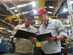 볼보건설기계의코리아의 4단계 안전관찰제도에 따라 안전관리팀 담당자가 현장을 돌며 안전관리 상황을 점검하고 있다.