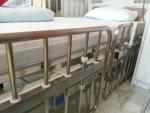 항균동 침대 레일이 소아청소년 약물치료실에 설치됐다.