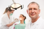 임플란트 치과를 선택하는 요령을 소개한다.