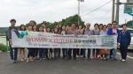 6월 3일 포스코가 후원하는 다문화&취약계층여성 사회적기업 육성사업 5기 선발팀이 창업아카데미의 일환으로 충남 홍성 홍동마을을 탐방한 뒤 기념촬영을 하고 있다.