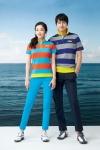 스트라이프 피케셔츠와 UV컷 팬츠를 그린조이 모델인 최정원, 이필모가 선보이고 있다.