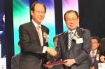 6월 13일(금), 코레일네트웍스 김오연 대표이사가 2014년 세종대왕 나눔봉사 大賞을 수상하고 있다.