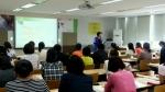 한솔교육 한국RT센터 김정미 소장이 한솔교육 임직원을 대상으로 정신건강과 스트레스 관리에 관한 강의를 진행하고 있다.