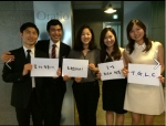 나승연 대변인과 TGLC 기획단 대학생들과 함께 기념사진을 찍고있다.