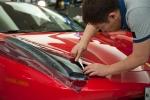 페라리 458 모델에 에어로 쉴드를 시공하는 시연회를 하고 있다.