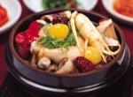 제주KAL호텔 한·일식당 사라는 본격적인 여름철을 맞아 온 가족이 함께 즐길 수 있는 건강식 계절별미 한방삼계탕과 민물장어 고추장 양념구이를 선보인다.