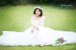 연기자 김현숙이 싱그러운 웨딩화보를 공개했다.
