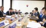 윤병세 장관이 중유럽 최대 교역파트너 슬로바키아를 공식 방문했다.