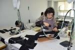 이동조 씨가 섬유패션캠퍼스에서 실습을 하고있다.