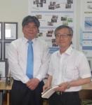 특허 발명자 추영열 교수(오른쪽) 기술이전중개 담당 김영부 교수(왼쪽)
