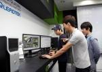 동명대 학생들이 구축 GPU클라우드플랫폼을 직접 경험해보고 있다.