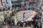 2014 거리예술 시즌제 봄, 신촌 연세대로 공연 모습이다.
