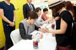 슈퍼주니어 M 팬 사인회가 명동에서 열렸다.