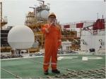 지난 달 26일 대우조선해양 고재호 사장이 앙골라 현지에 설치되어 있는 CLOV FPSO를 방문해 직원들에게 격려의 말을 하고 있다.