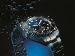 롤렉스가 제임스 카메론 감독의 마리아나 해구 탐험 기념 롤렉스 딥씨 D-Blue 다이얼 신제품을 출시했다.