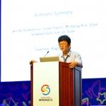 옥스퍼드 대학교 김민형 교수가 브리지스 서울 2014에서 기조강연을 펼치고 있다. (사진제공: 국립과천과학관)