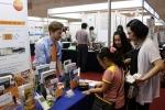 식용유 품질 측정기 testo 270이 식품과학회 학술대회에서 선보이고 있다.