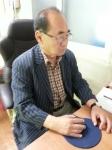 온라인 학습을 통해 사회복지사 자격증을 공부하고 있는 이건호 씨