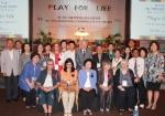 서울 국제장난감도서관대회 개막식을 마치고 참가한 각국 대표자들이 함께 기념 촬영을 하고 있다.