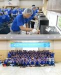 인텔코리아 임직원 150여명이 독거노인 및 소외아동들의 풍성한 한가위를 위해 송편세트와 아동선물세트를 만들었다.
