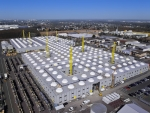 본래 29,000 m2 상당의 규모에 7,000m2의 조립 서비스, 물류 센터, 트레이닝 공간을 추가적으로 증축하면서 현재의 36,000m2크기의 본사가 형성되었다.