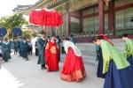 4대궁과 종묘, 광화문, 한양도성 등에서 열리는 2014 궁중문화축전 마지막 주말인 27일과 28일에 다채로운 행사들이 개최된다.