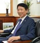 군산대학교 나의균 총장이 일본 야마구치 대학을 방문하고 대학원생 및 학부생 교환프로그램 활성화 등 국제교류 활성화 방안을 논의한다.