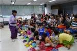 금천구립금나래도서관이 9월 20일 마루한 극단과 함께하는 놀이 마당극 훨훨 간다 공연을 진행하였다.