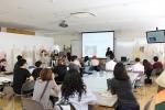고베쇼인여자대학 운영시스템을 설명중이다.