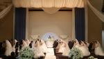 삼성전자가 여러 가지 사정으로 결혼식을 올리지 못하고 있는 수원 지역주민 부부 12쌍에게 사랑의 합동결혼식을 선물했다.