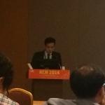 KCR 2014에서 정계정맥류 색전술 연구 내용을 발표 중인 김건우 원장