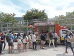 오니기리와 이규동이 밥차를 이용하여 서울을지대점을 홍보하고 있다. (사진제공: 오니규)