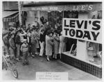 리바이스가 오는 10월 15일부터 2015년 2월 23일까지 국립민속박물관 주최로 기획전시실1에서 열리는 청바지 특별전에서 리바이스의 역사를 보여주는 자료를 공개한다. (사진제공: 리바이스)