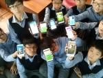 서귀포 중학교 모바일 앱 창작에 참여한 학생들이 스스로 직접 만든 모바일 앱을 선보이고 있다.
