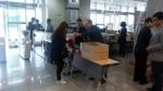 동명대 설동근 총장은 대학 중간시험 기간 중에 학생들에게 간식을 직접 제공했다