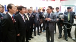 2014산학협력 EXPO에서 김신호교육부 차관등 관계자에에게 산학협력 우수전시물을 설명중인 신동석 단장