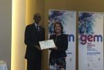 알카텔-루슨트 스트롱허 창설자 중 한 명인 버지니 제바이스-바쟁(Virginie Gervais-Bazin)이 28일 시상식에서 폴 카가메(Paul Kagame) 르완다 대통령으로부터 젬테크상을 받고 있다.