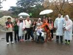 순천시장애인종합복지관은 지역내 장애인과 자원봉사자 200명이 함께 모여 경남 양산 자수정 동굴나라와 통도사로 즐거운 여행을 다녀왔다. (사진제공: 순천시장애인종합복지관)