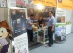 볼라벤지역에서 생산한 유기농 제품으로 제1회 라오스 커피축제에 참가한 우리나라 기업 부스