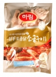하림이 연말 파티에 빠지지 않는 별미 음식으로 손꼽히는 토종닭 소금구이를 언제 어디서나 간편하게 조리해 즐길 수 있는 하림 IFF 토종닭 소금구이를 출시했다.