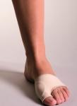 파마라스틱(FARMALASTIC)이 발 건강을 전문적으로 예방관리하는 포돌로지(Podology) 시리즈를 출시했다. 사진은 엄지발가락 보호대(뷰니온 프로텍터)